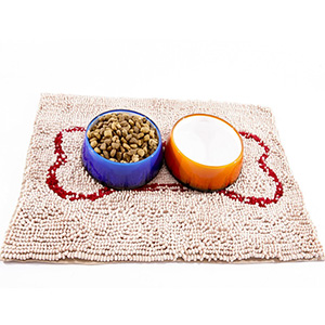 image of Beige Slopmat with red bone and bowls