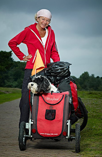 woman standing next to her bike and doggyride mini